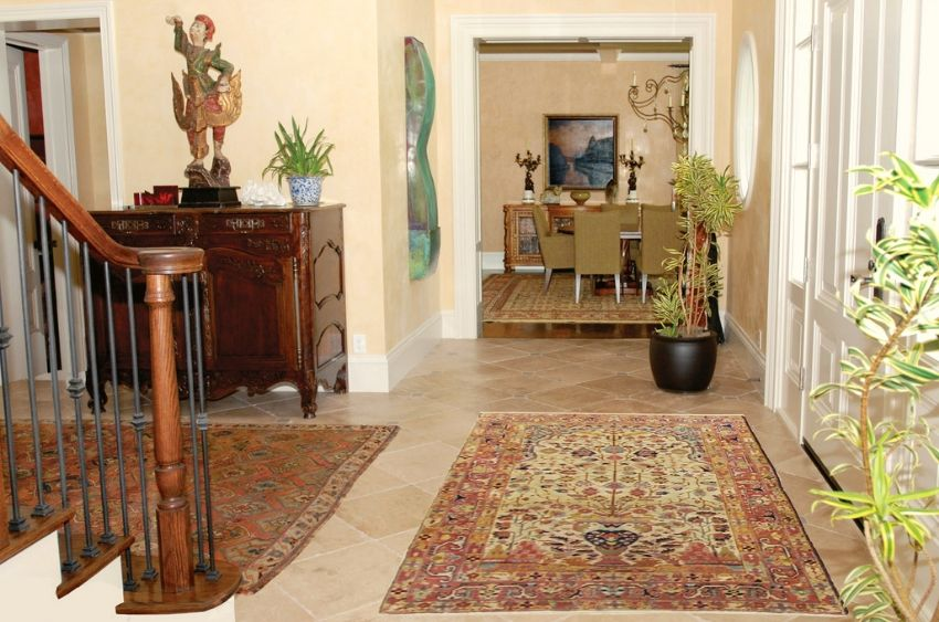 Low-cost rugs bring a complimentary traditional design in your whole house designing.
