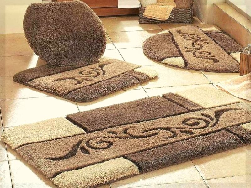 Luxury bathroom rug is the most expensive type of toilet rug.