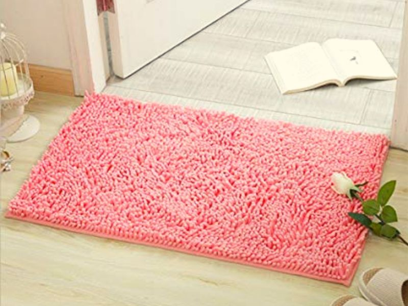 Square bathroom rugs can fit easily into any corner of the bathroom.