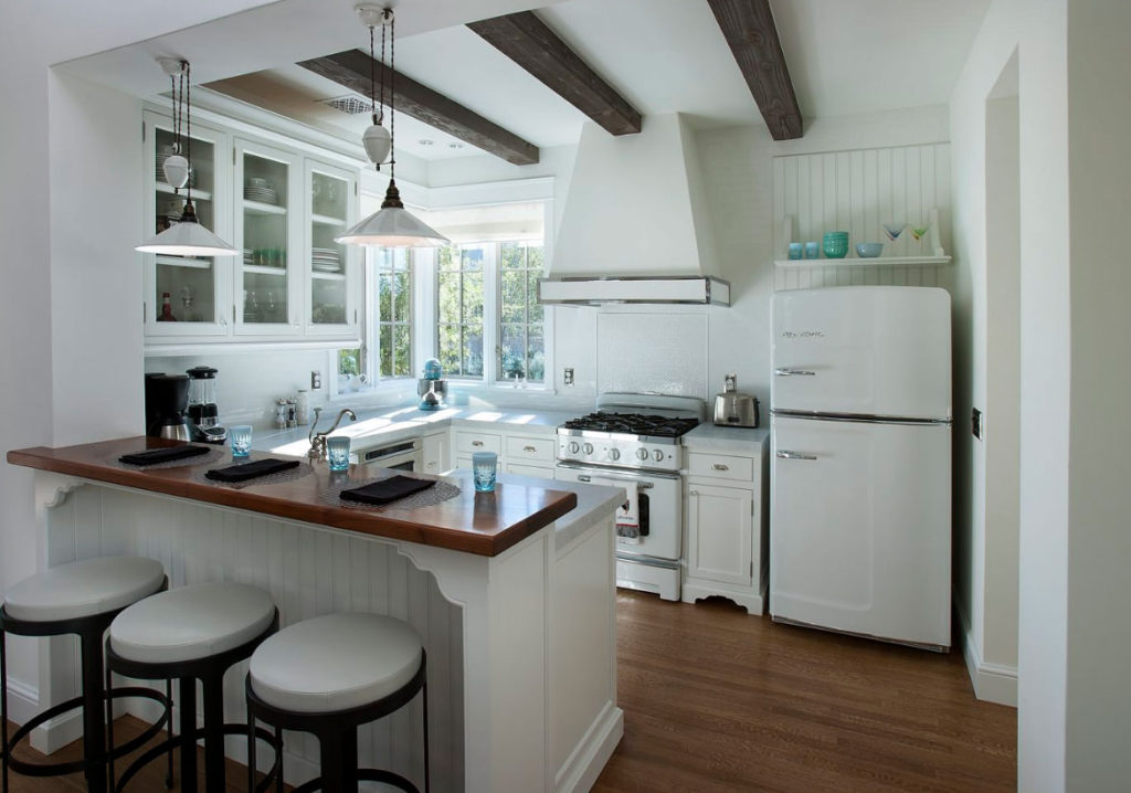 Choose appliances to beautify white kitchen cabinets.Choose appliances to beautify white kitchen cabinets.