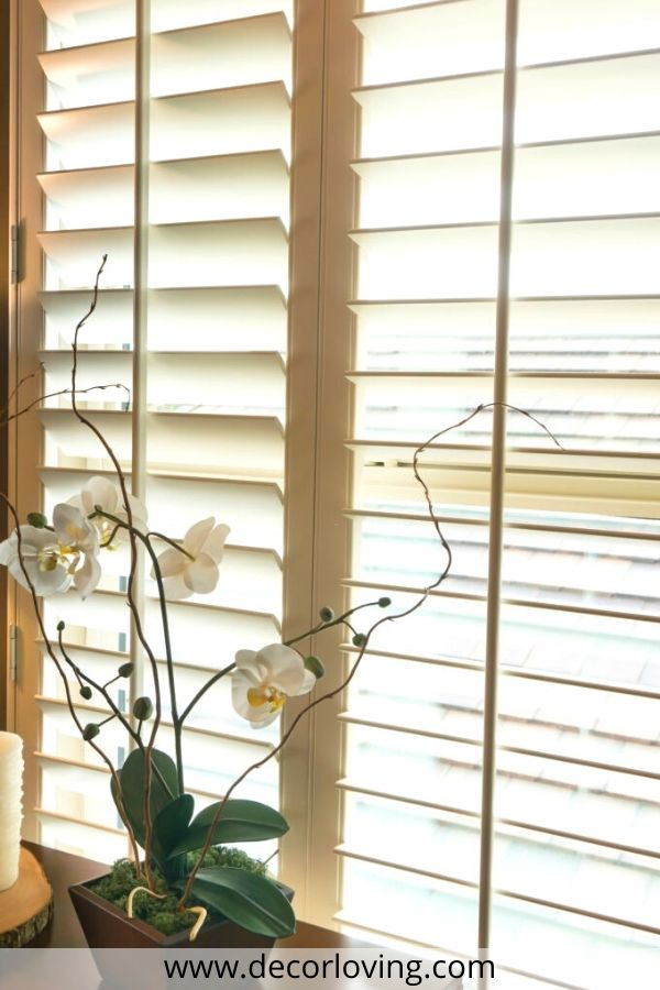 roman blinds with flowers